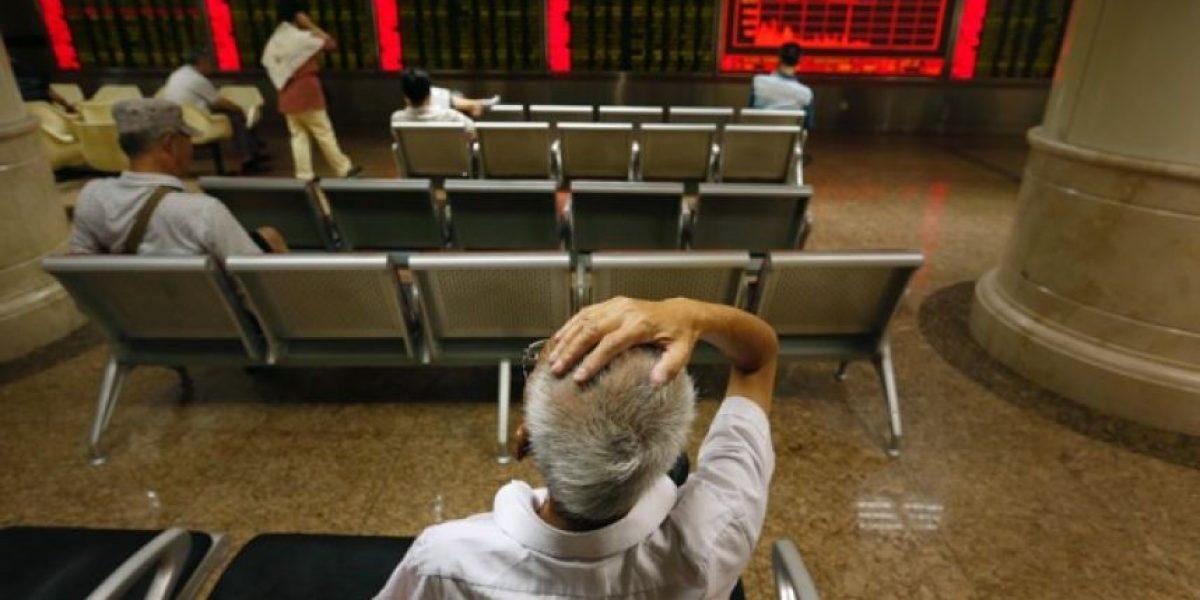 #LunesNegro: China sacude mercados del mundo; en México, dólar se vende en $17.45