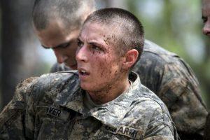El Pentágono está por determinar qué funciones de combate podrán cumplir las mujeres. Foto:AP