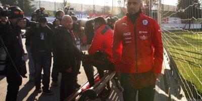 El Ferrari del futbolista quedó destrozado, aunque él sólo tuvo lesiones menores. Foto:Vía facebook.com/SeleccionChilena
