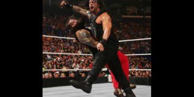 VIDEO: Fanático agrede en el ring a famoso luchador de la WWE