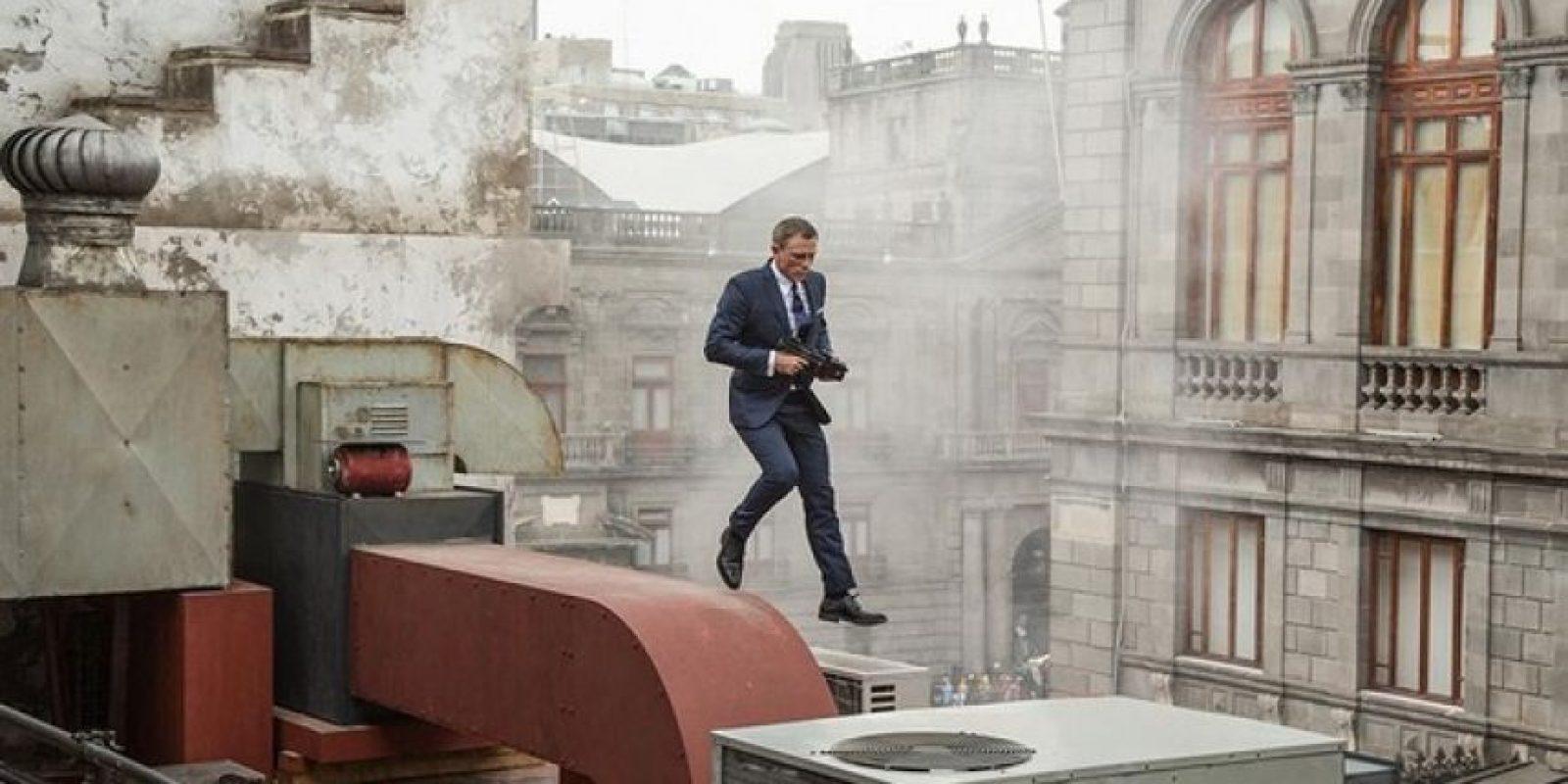 Aunque el video muestra varias imágenes vistas en el primer tráiler, también se incluyes escenas nuevas. Foto:Twitter/007