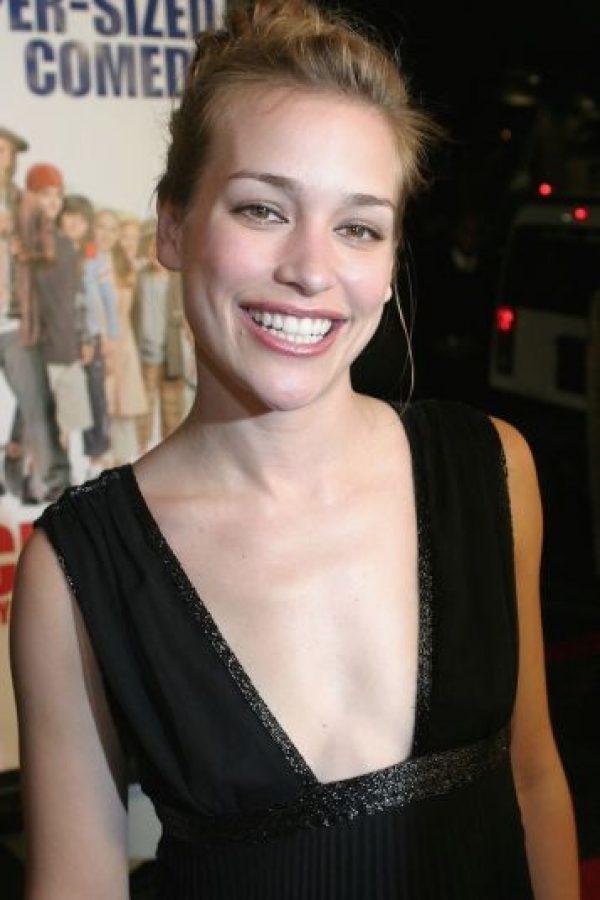"""Interpretó a la hermana mayor, """"Nora Baker"""", que comenzaba a vivir con su novio """"Hank"""" (Ashton Kutcher) Foto:Getty Images"""
