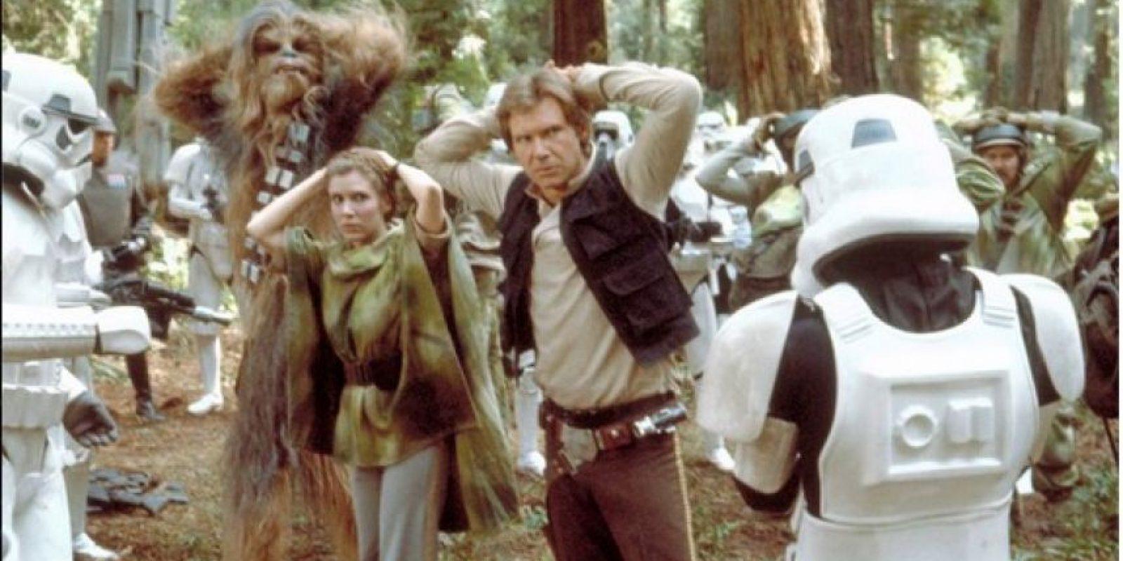 Chewbacca es un alienígena fiel compañero de Han Solo Foto:Facebook/StarWars.LATAM