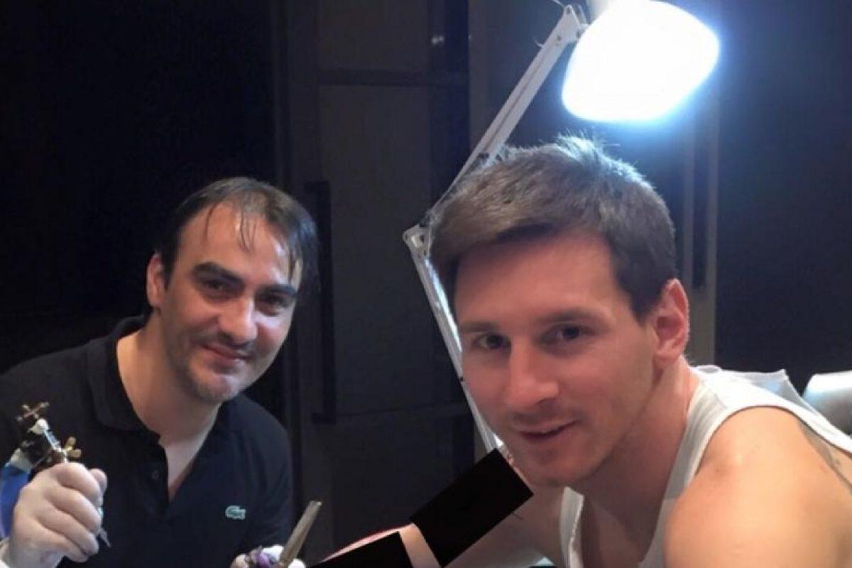 Roberto López es el tatuador oficial de Messi. Foto:twitter.com/LeoMessifanclub
