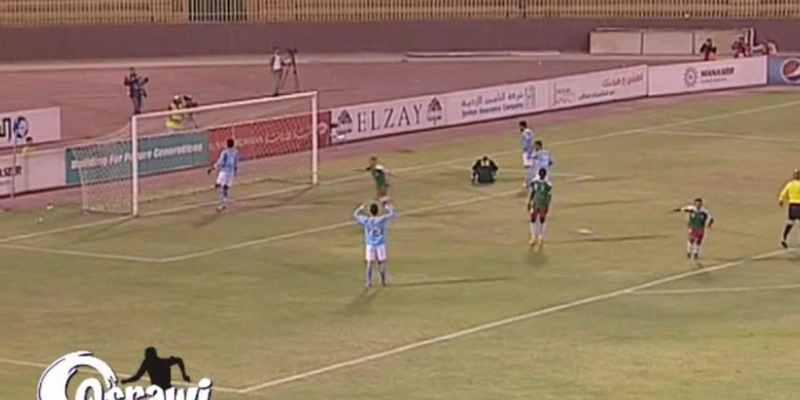 Primero atajó con los pies Foto:Youtube: mohammad qsrawi