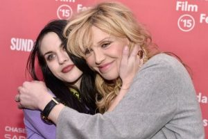 Frances Bean Cobain y Courtney Love Foto: IMDb