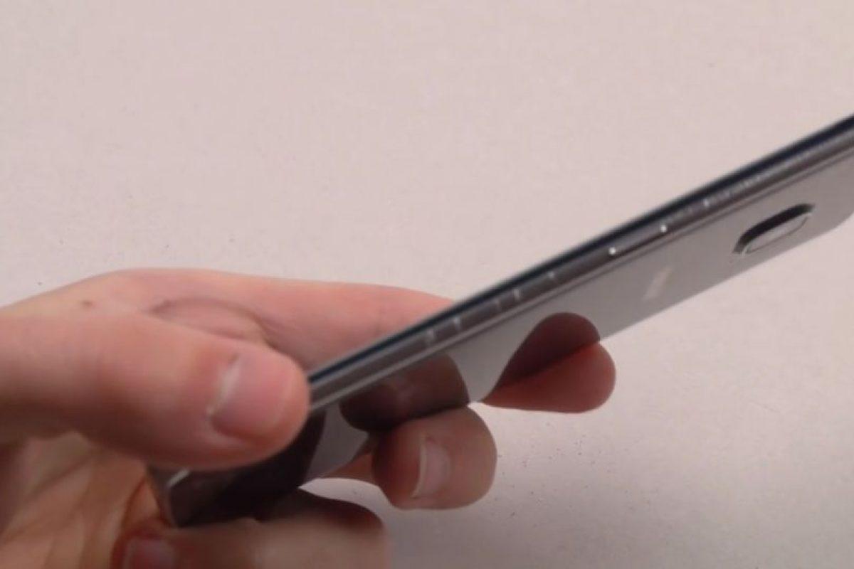 Genera rayaduras y daños tanto en la pantalla como en uno de los lados. Foto:TechRax