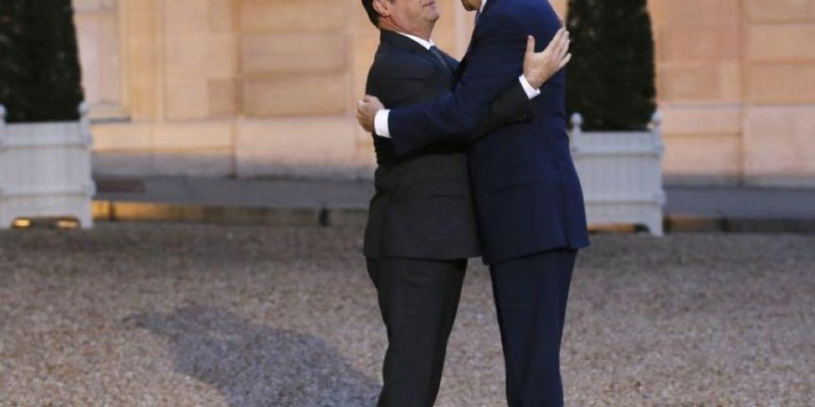 También en enero pasado se tomó esta imagen entre John Kerry, secretario de Estado de Estados Unidos, y de Francois Hollande. Foto:AFP