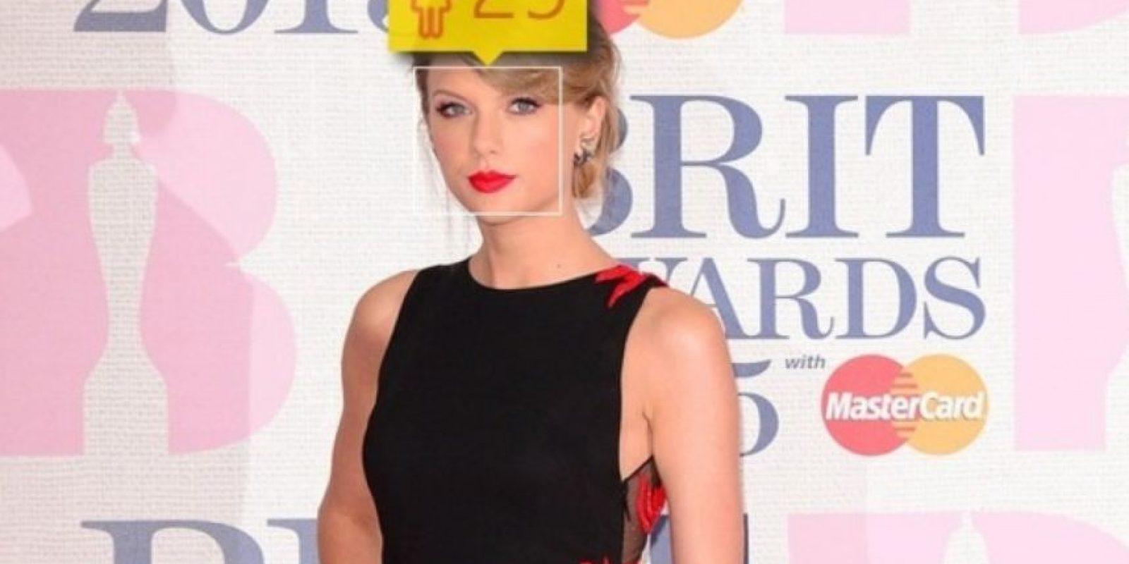 La cantante estadounidense Taylor Swift sí tiene 25 años de edad. Foto:how-old.net