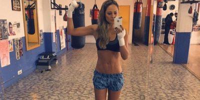 Boxeadora profesional noquea a la