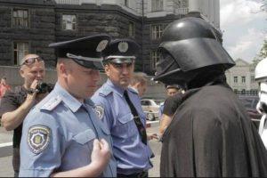 """A pesar de que es una campaña """"de broma"""", """"Vader"""" toma las cosas muy en serio. En las últimas semanas ha tenido impacto mediático exitoso debido a la excentricidad de su campaña Foto:Facebook Дарт Вейдер (Darth Vader)"""