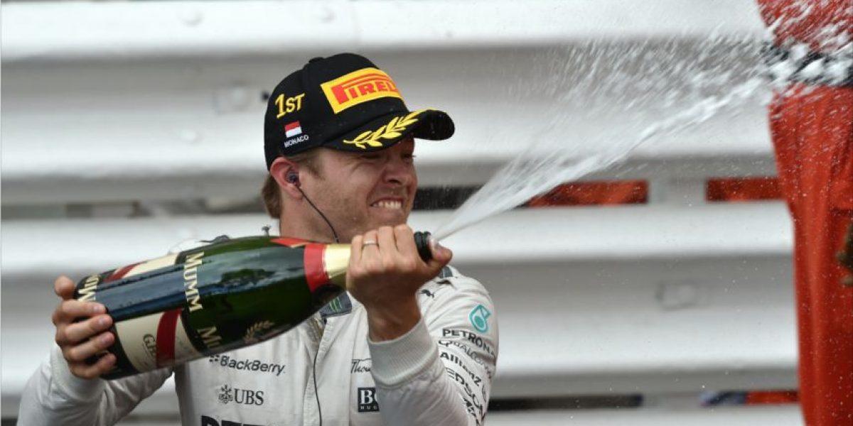 Hamilton comete un error en estrategia que le cuesta la victoria