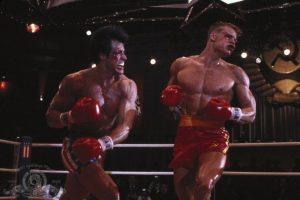 """En las grabaciones de """"Rocky 4"""", Sylverster Stallone le pidió a Dolph Lundgreen que lo golpeara con todas sus fuerzas para darle realismo a su escena. Stallone terminó en el hospital con una cardiomegalia, es decir, un agrandamiento anormal del corazón. Foto:Metro-Goldwyn-Mayer Studios Inc."""