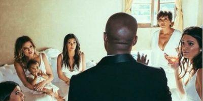 Por su parte, el novio llevó un traje hecho a mano por diseñadores de Givenchy. Foto: vía instagram.com/kimkardashian