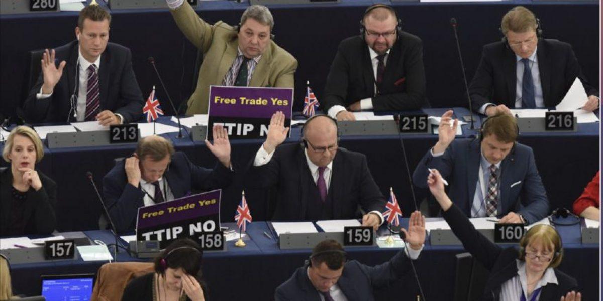 Parlamento Europeo pide la salida inmediata de Blatter