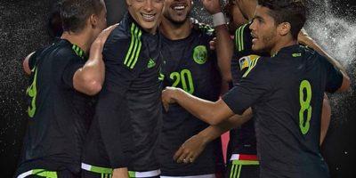 El ariete fue descartado del 11 titular de México para el duelo contra Bolivia. Foto:Getty Images