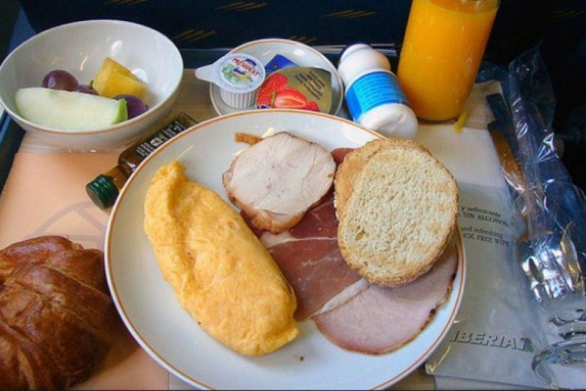 10. Desayuno de tortilla, jamón, ensalada de frutas y jugo de naranja. Foto:Vía Flickr: noway / Creative Commons
