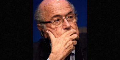 El escándalo o deja a Joseph Blatter ni a la FIFA. El presidente del organismo fue acusado de comprar votos mediante una campaña organizada por la propia federación. Foto:AFP