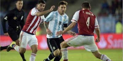 """VIDEO. Messi y Di María se burlaron de Paraguay y de """"el Tata"""" en el camerino"""