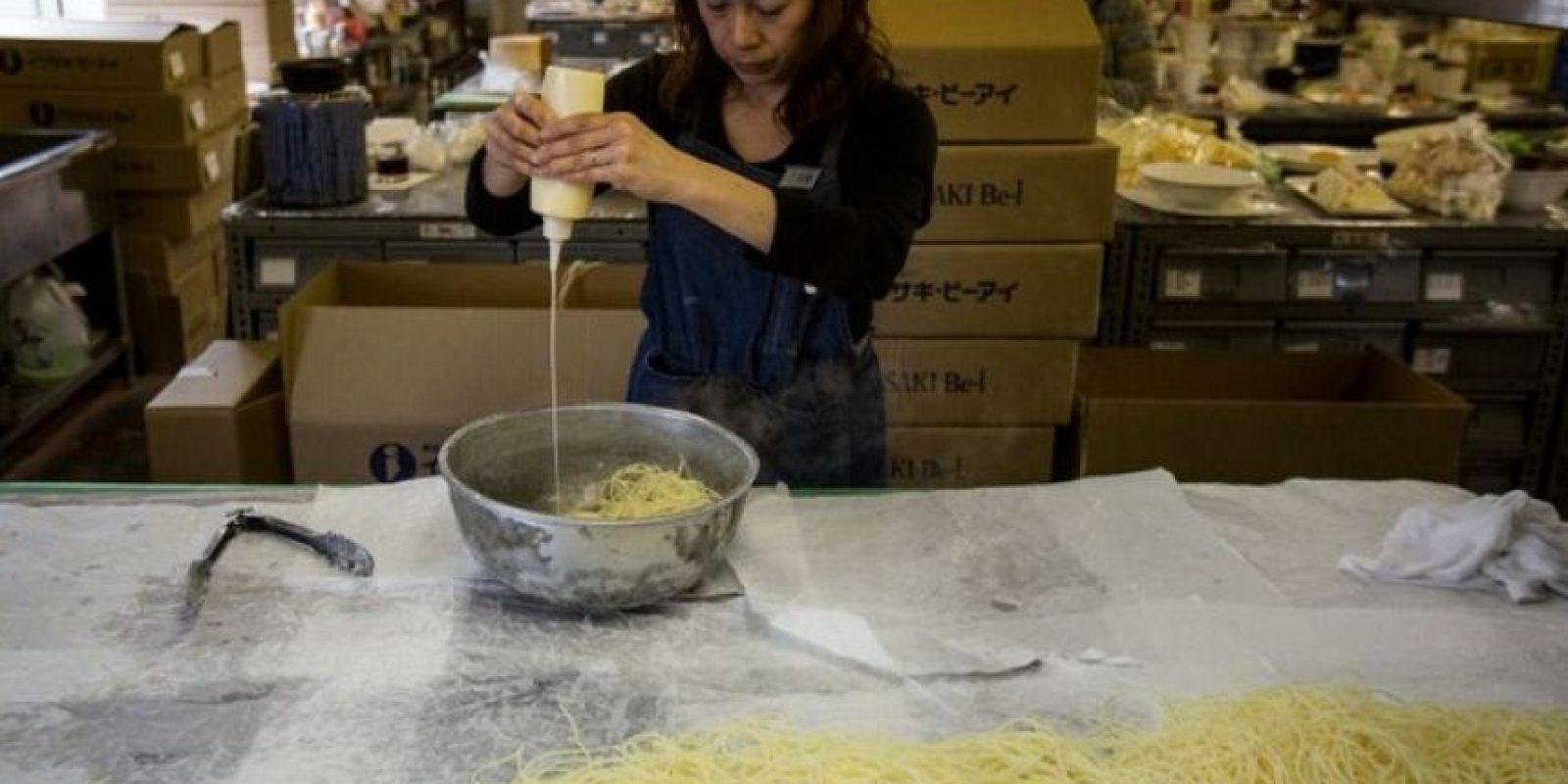El cocinero de un restaurante ubicado en la provincia del norte de Shaanxi, China, fue detenido al ser descubierto que añadía polvo de opio a sus platillos para que los clientes regresaran. Foto:Getty Images