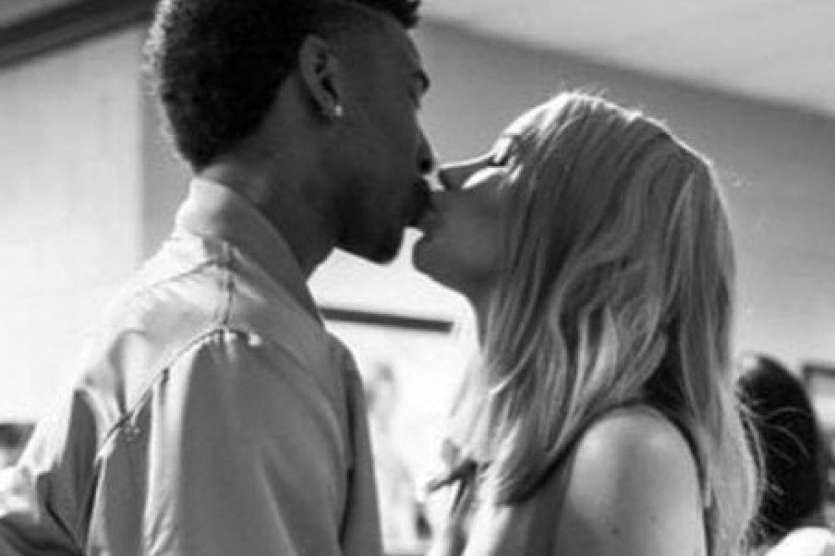 """El jugador de los Lakers se arrodilló en medio de la fiesta y pronunció la esperada frase: """"¿Te casarías conmigo?"""" Foto:vía instagram.com/thenewclassic"""