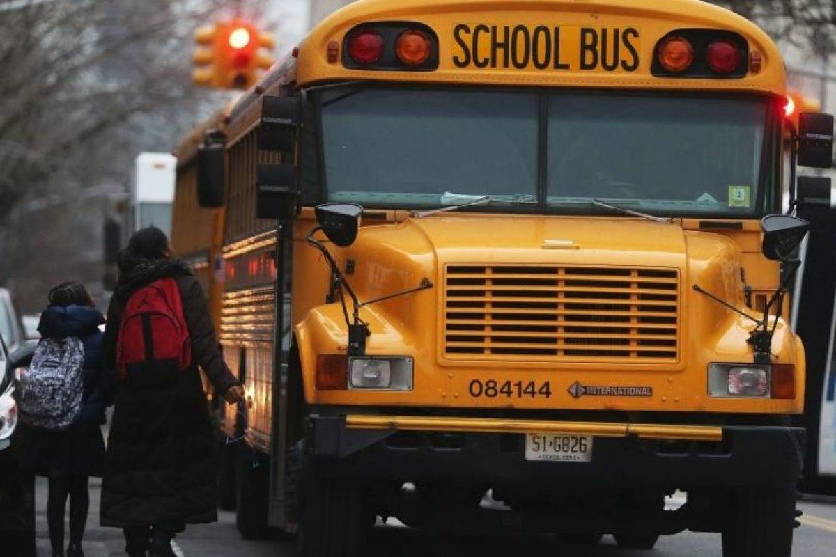 Daniel camina diariamente un kilómetro desde el lugar donde duerme hasta la escuela. Foto: Getty Images