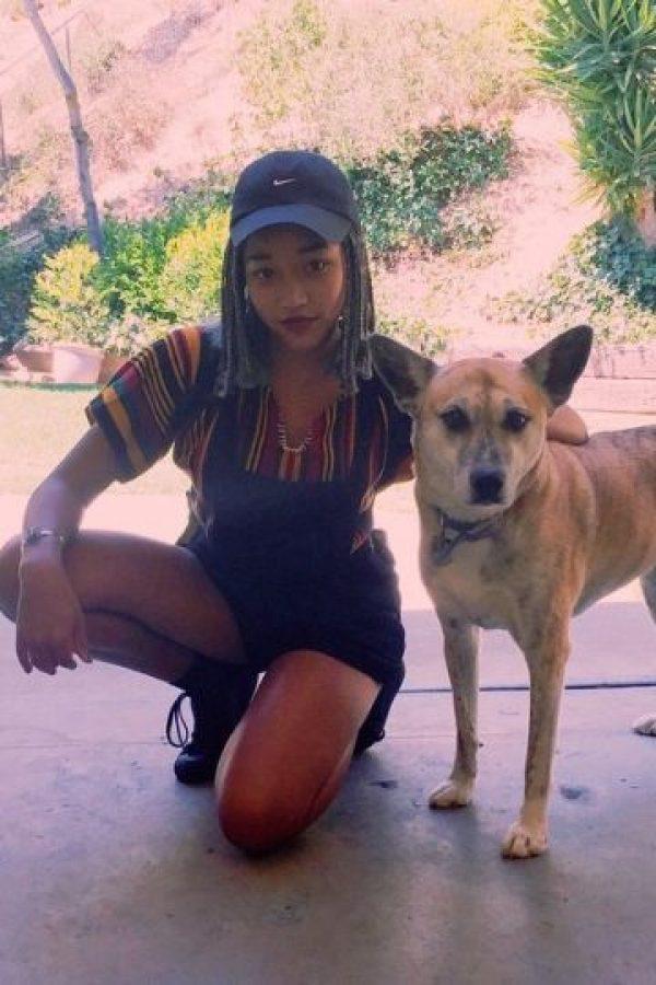 """""""Mientras las mujeres blancas son elogiadas por la alteración de sus cuerpos, inflar sus labios y broncear su piel, las mujeres negras son avergonzadas por poseer las mismas características de forma natural"""", declaró Stenberg. Foto:vía instagram.com/kyliejenner"""