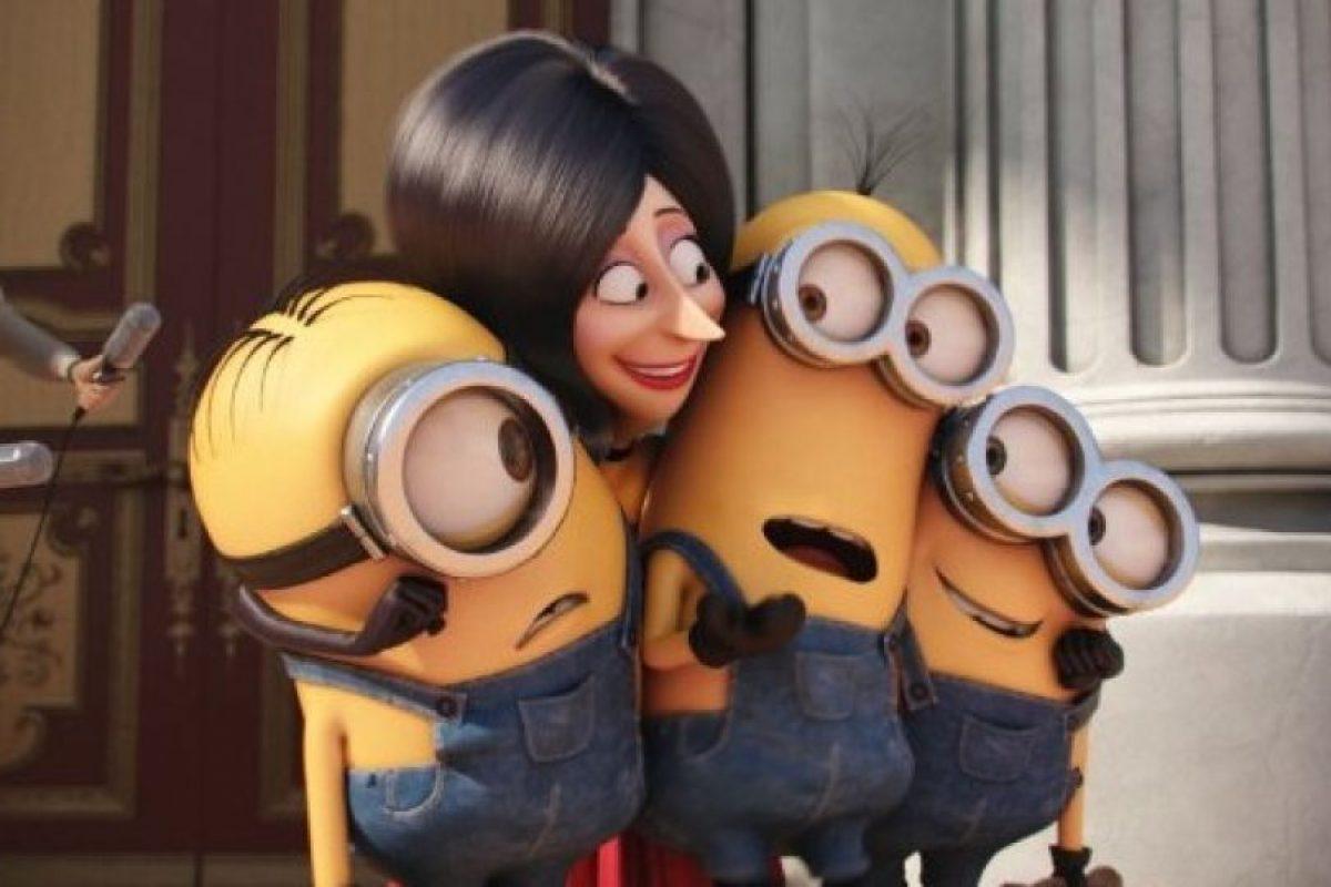 """Entonces conocen a la villana """"Scarlet"""", quien hará de los """"Minions"""" sus nuevos secuaces. Foto:IMDb"""