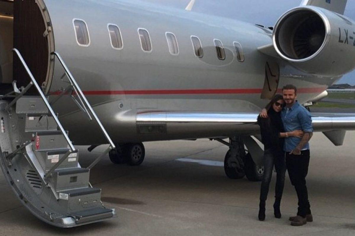 En 1997 inició su romance con el futbolista David Bekcham, en enero de 1998 se comprometieron y finalmente, celebraron su boda en 1999. Foto:vía instagram.com/victoriabeckham