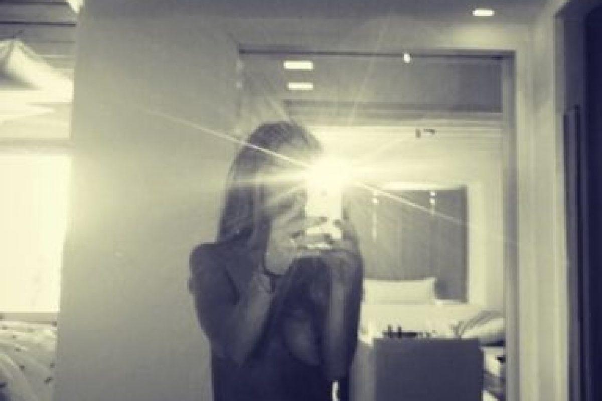 Aunque ganó miles de likes, la cantante causó gran polémica al aparecer en topless en su cuenta de Instagram. Foto:vía instagram.com/lindsaylohan