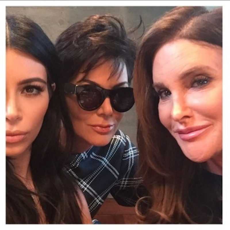 Kim Kardashian fue la encargada de compartir la primera foto entre Kris y Caitlyn Foto:Instagram/KimKardashian