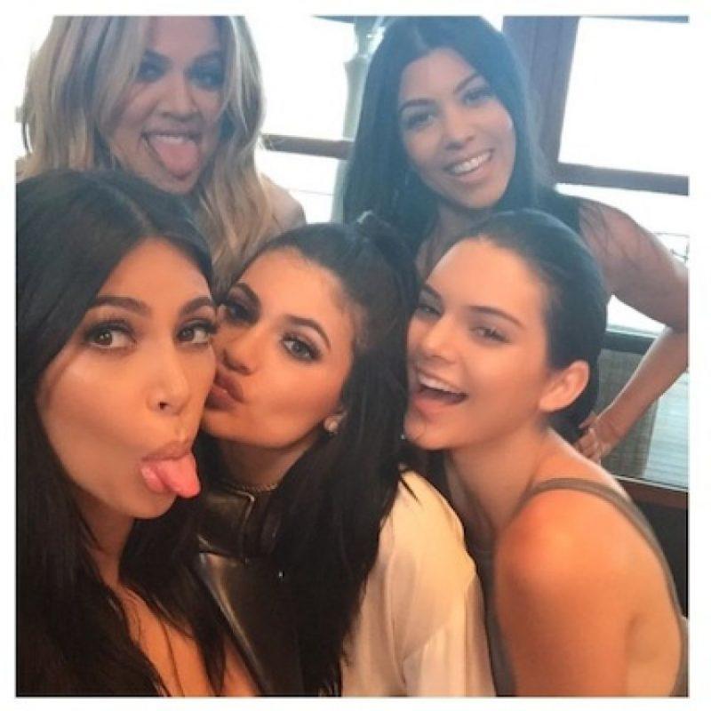 Kylie celebró por adelantado su cumpleaños el viernes por la noche únicamente con su familia. Foto:Instagram/KimKardashian