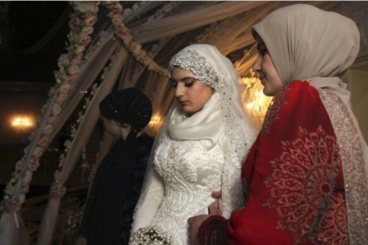 Sin embargo, la adolescente de 17 años, Kheda Goilabiyeva, aseguró que se casó voluntariamente con Nazhud Guchigov. Foto:AP