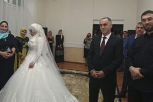 """Según la revista estadounidense """"Time"""", un funcionario permitió el matrimonio, hecho que provocó el enojo entre las mujeres. Foto:AP"""