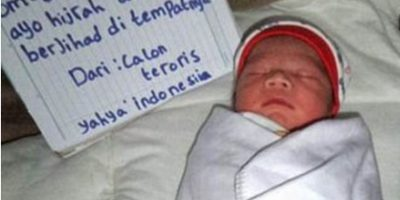 Foto de recién nacido con una granada causa indignación en las redes