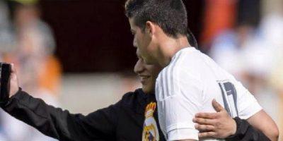 Espontáneo se tomó selfie con James Rodríguez en pleno campo de juego