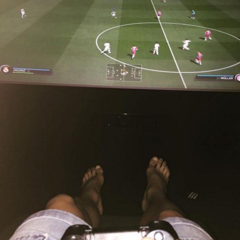 Momentos de relajación con los videojuegos. Foto:instagram.com/jamesrodriguez10