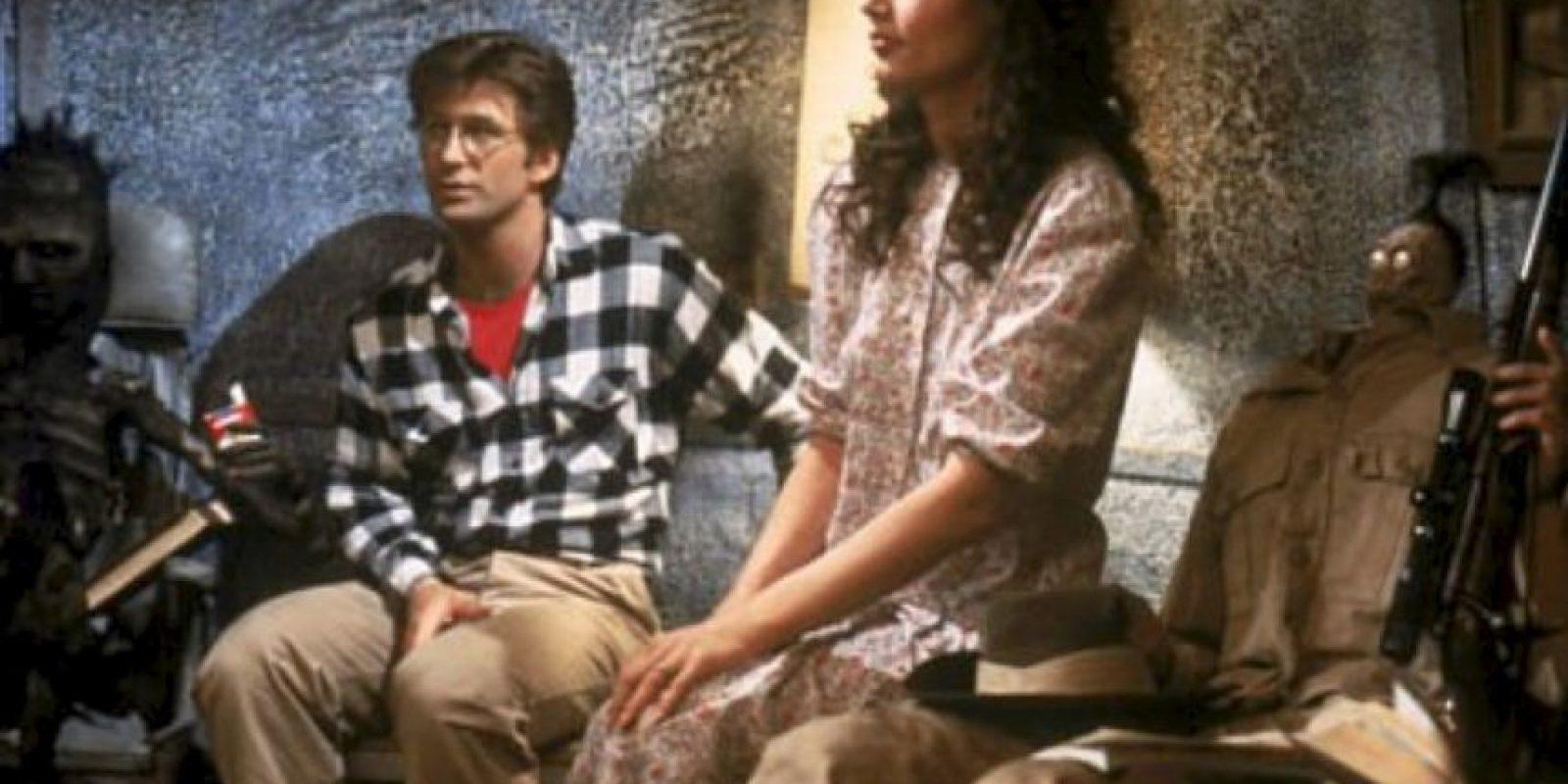 """Le dieron vida a """"Adam"""" y """"Bárbara"""", una pareja que muere en un accidente automovilístico y pide la ayuda de """"Beetlejuice"""" para asustar a los mortales que viven en su casa. Foto:IMDB"""