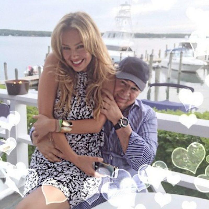 Su esposo, Tommy Motola también estuvo presente en el evento. Foto:Instagram/Thalia
