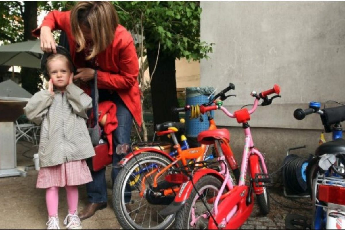 """Luego no la vio y solo divisó al niño parado al frente. Le preguntó dónde estaba su madre y este le dijo que la empujó, reportó el tabloide británico """"Daily Mirror"""". Foto:Getty Images"""