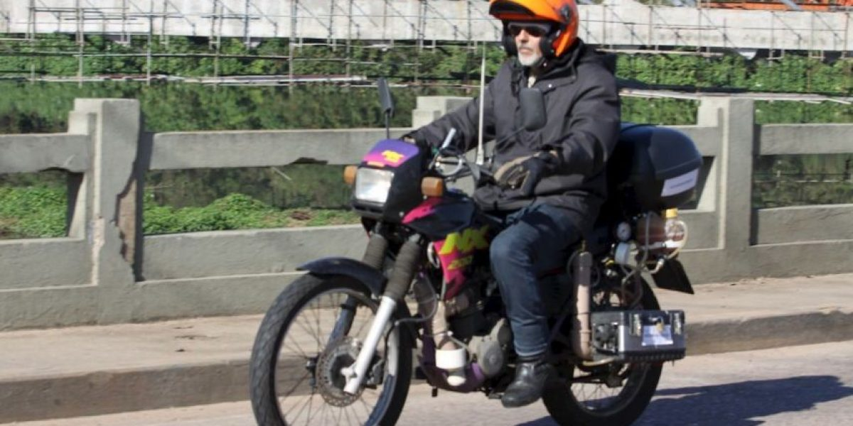 Latino inventa moto que viaja grandes distancias solo con agua