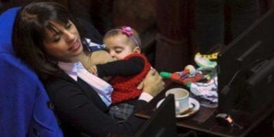 Conozca a la diputada argentina que amamanta a su hija en el Congreso Foto:Facebook.com/pages/Victoria-Donda-Pérez