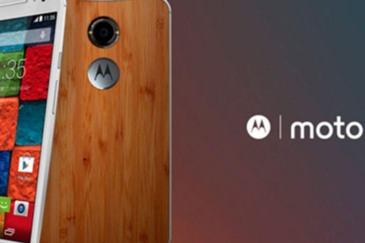 Su pantalla es de 5.2 pulgadas con un procesador Qualcomm Snapdragon 801 de cuatro núcleos a 2.5GHz, cámara posterior de 13 megapixeles, frontal de 2 megapixeles y batería de 2.300 mAh. Foto:Motorola