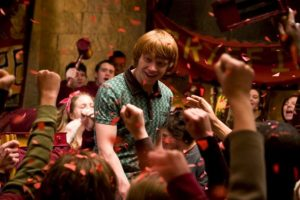 """Tallar figuras con colores de madera fue uno de los pasatiempos que descubrió mientras grababa en el set de """"Harry Potter"""". Foto:vía facebook.com/harrypottermovie"""