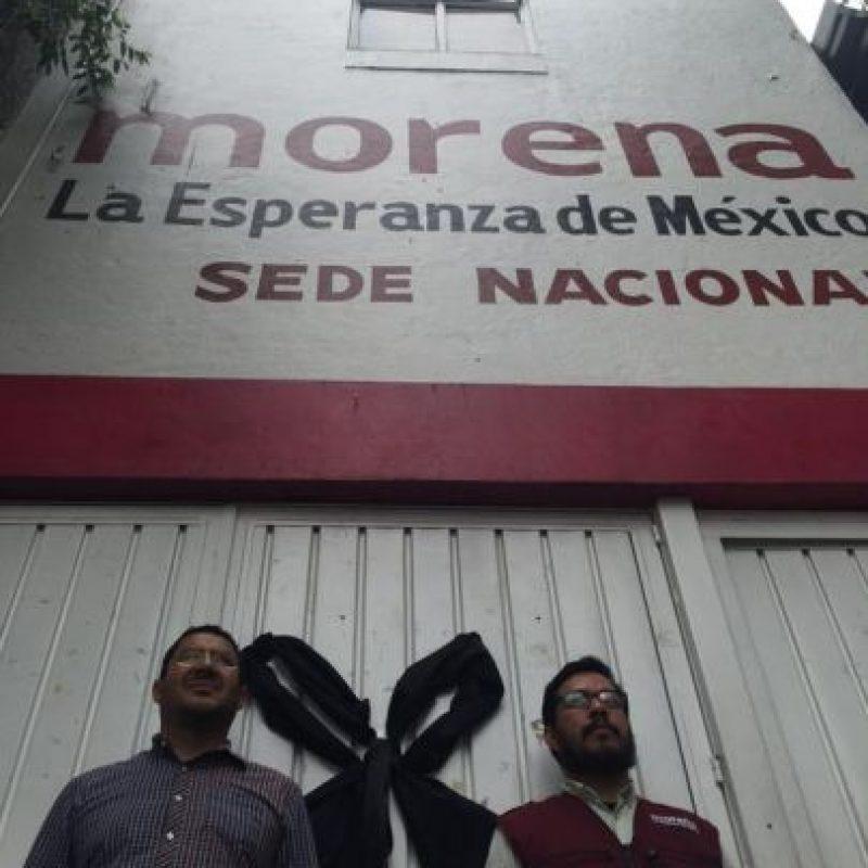 En la sede del partido se montó una guardia Foto:Twitter.com/martibatres