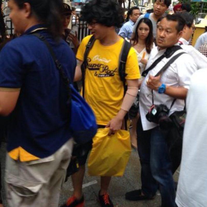Enviaron a una persona vestida de la misma forma que el sospechoso de los atentados Foto:Twitter.com/BoyOfHeaven