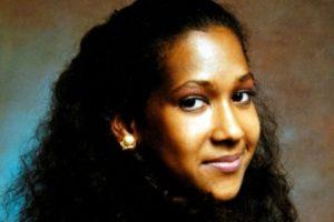 Joyce Vincent nació en 1965, era inglesa. En 2006 se hizo famosa por el modo en que murió. Foto:vía Wikipedia
