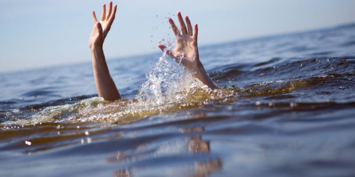 FOTOS: ¿Pueden ver al niño que se estaba ahogando en esta concurrida piscina?