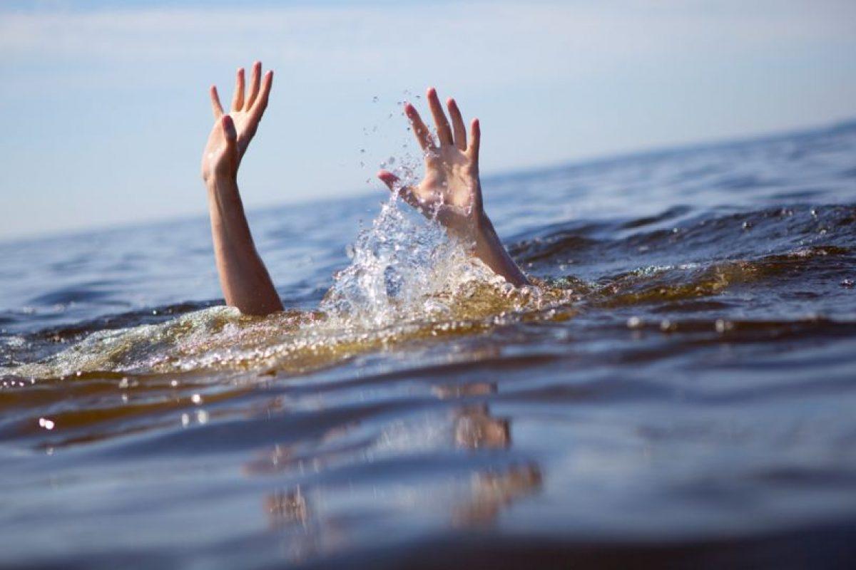 Lo más horrible de ahogarse es cuando se está rodeado de personas y estas aún así, no se inmutan en ayudar. Esto le pasó a un niño en una concurrida piscina. Foto:vía Getty Images