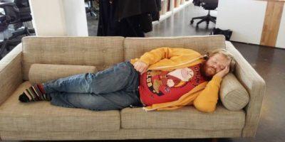FOTOS: Este hombre se durmió en el trabajo y despertó siendo un meme